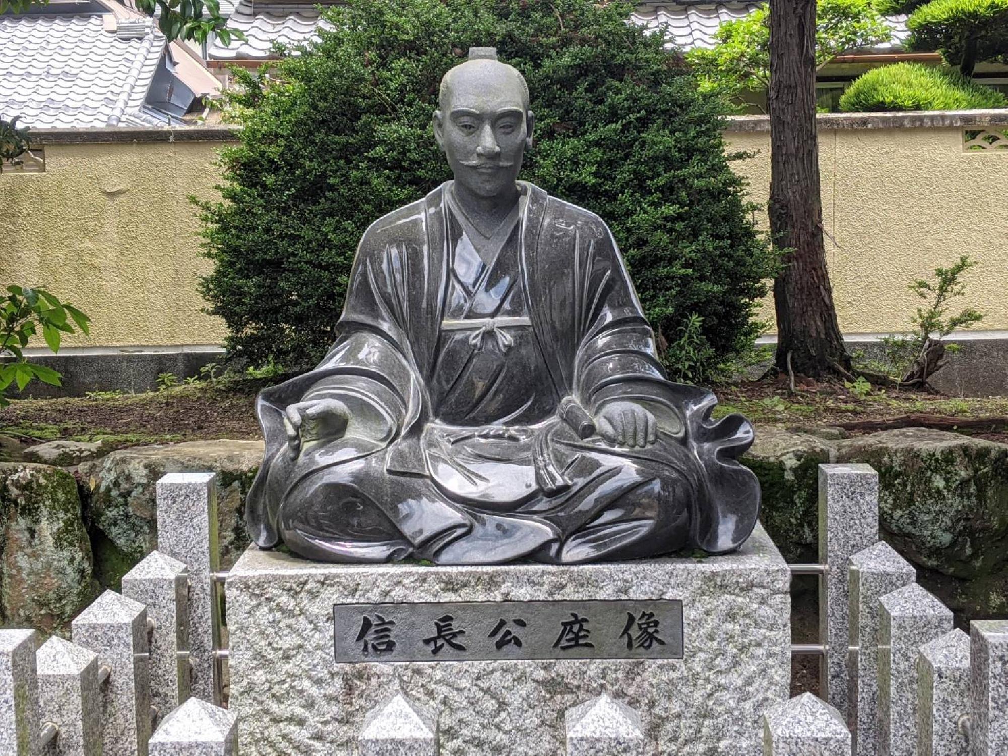 建勲神社の信長公坐像(奈良県桜井市芝)_画像