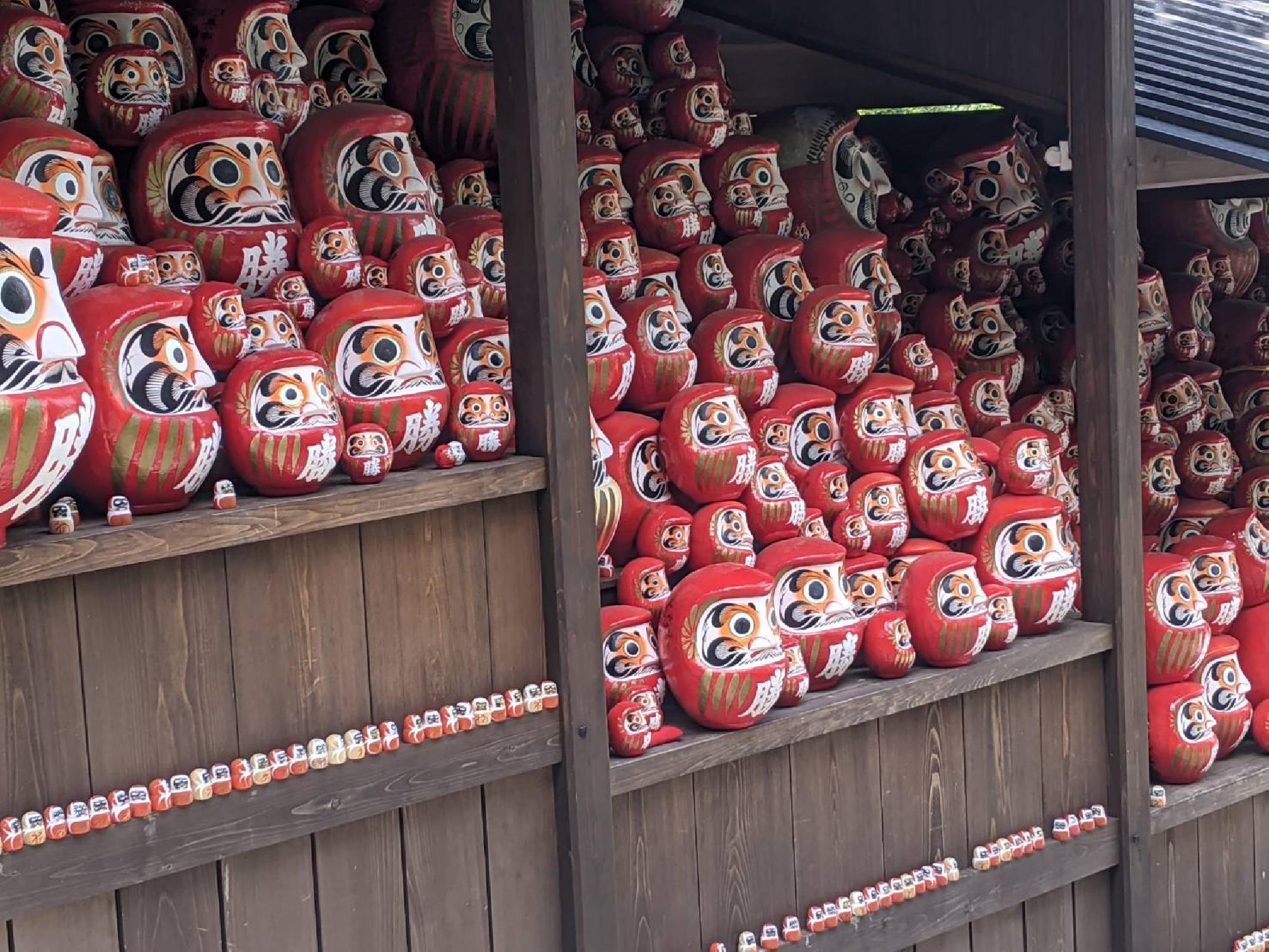 「勝ちダルマ」で有名な箕面市の勝尾寺