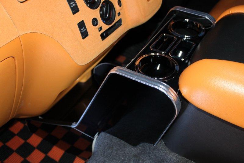 ドリンクホルダー 2 BodyLineオリジナルドリンクホルダー タイプ2タイプ2は、センターの灰皿&シガソケットを生かした構造です!カップホルダー下を床まで伸ばしクールボックスまでもそのまま使用可能!間に棚を設けティッシュBOX その他が置け又床板にも小さい小物置きも装備無駄なくNV350のセンターを使用して頂けますエンジンオイル交換などのメンテナンス時にも簡単に脱着可能な上下2分割サービスマンを泣かせません!いかがでしょうか!貴方のNV350のインテリアの演出に!!!! 663